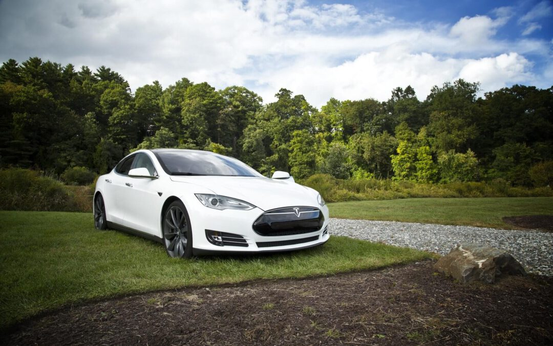 Range optimized roof box for Tesla, Porsche Taycan, Audi e-tron and Mercedes EQC