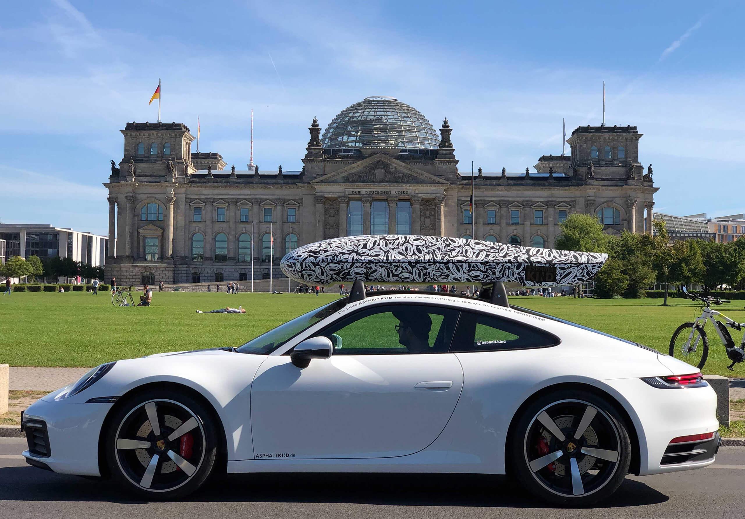 ASPHALTKIND Dachbox vor dem Reichstag
