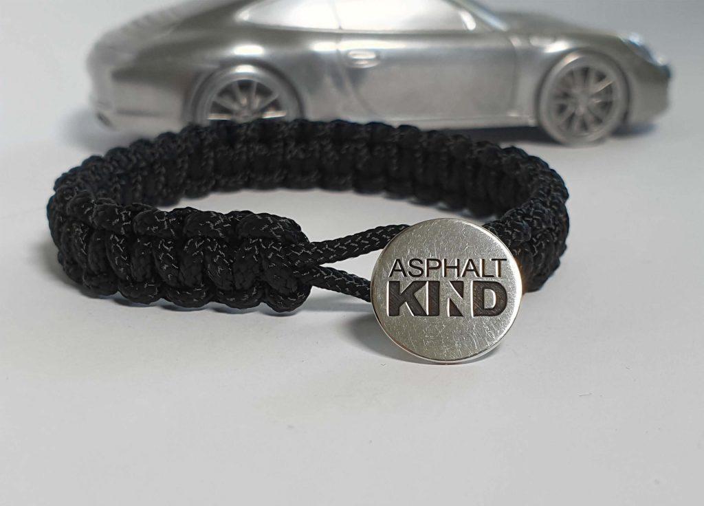Auch das ASPHALTKIND-Armband ist ein geeignetes Weihnachtsgeschenk